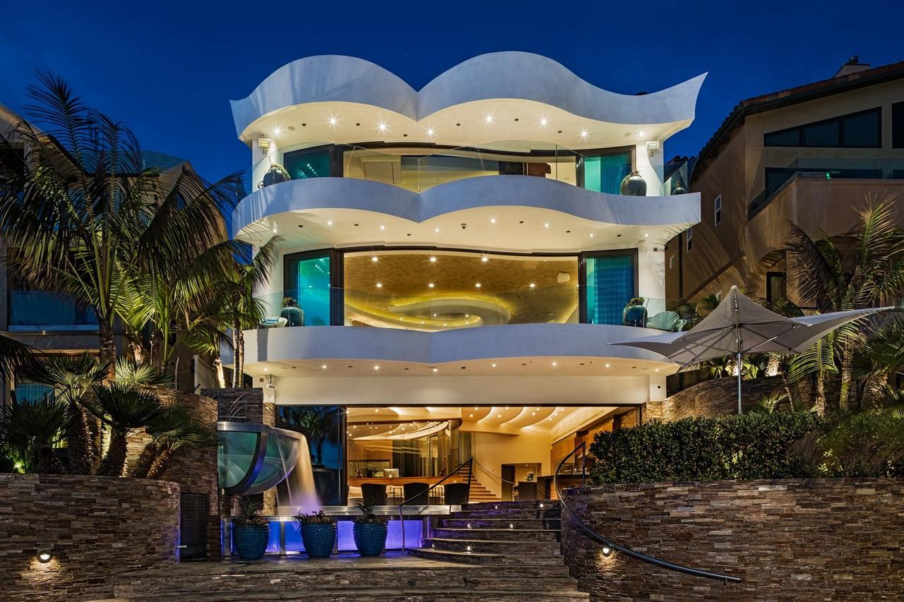 Una grandiosa villa da sogno vista oceano for Case bellissime esterni