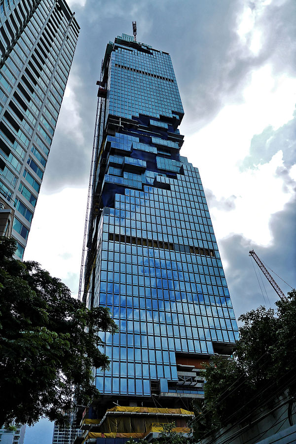 By tongeron91 (MahaNakhon Tower unfinished (Bangkok Thailand)) [CC BY-SA 2.0 (http://creativecommons.org/licenses/by-sa/2.0)], via Wikimedia Commons