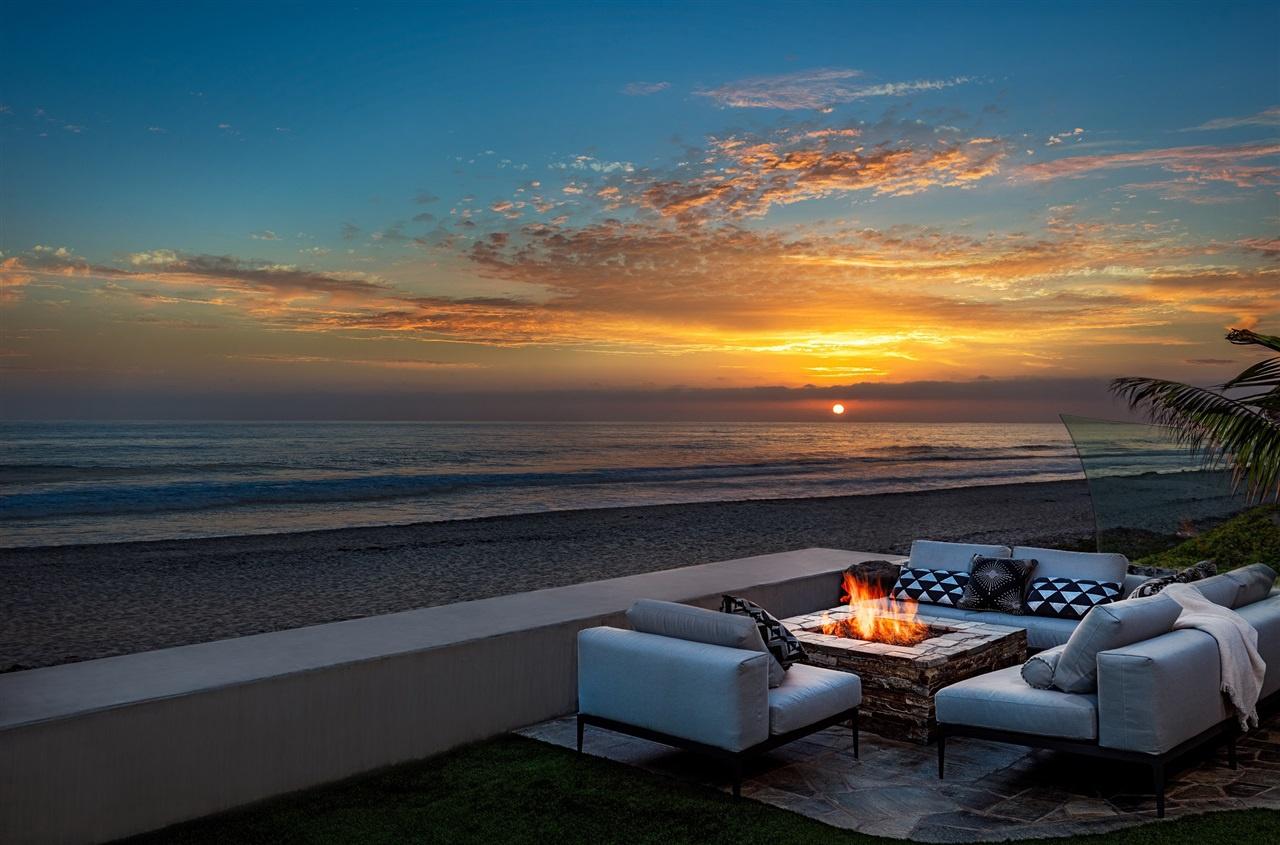Una grandiosa villa da sogno vista oceano for Piani casa sulla spiaggia con portici