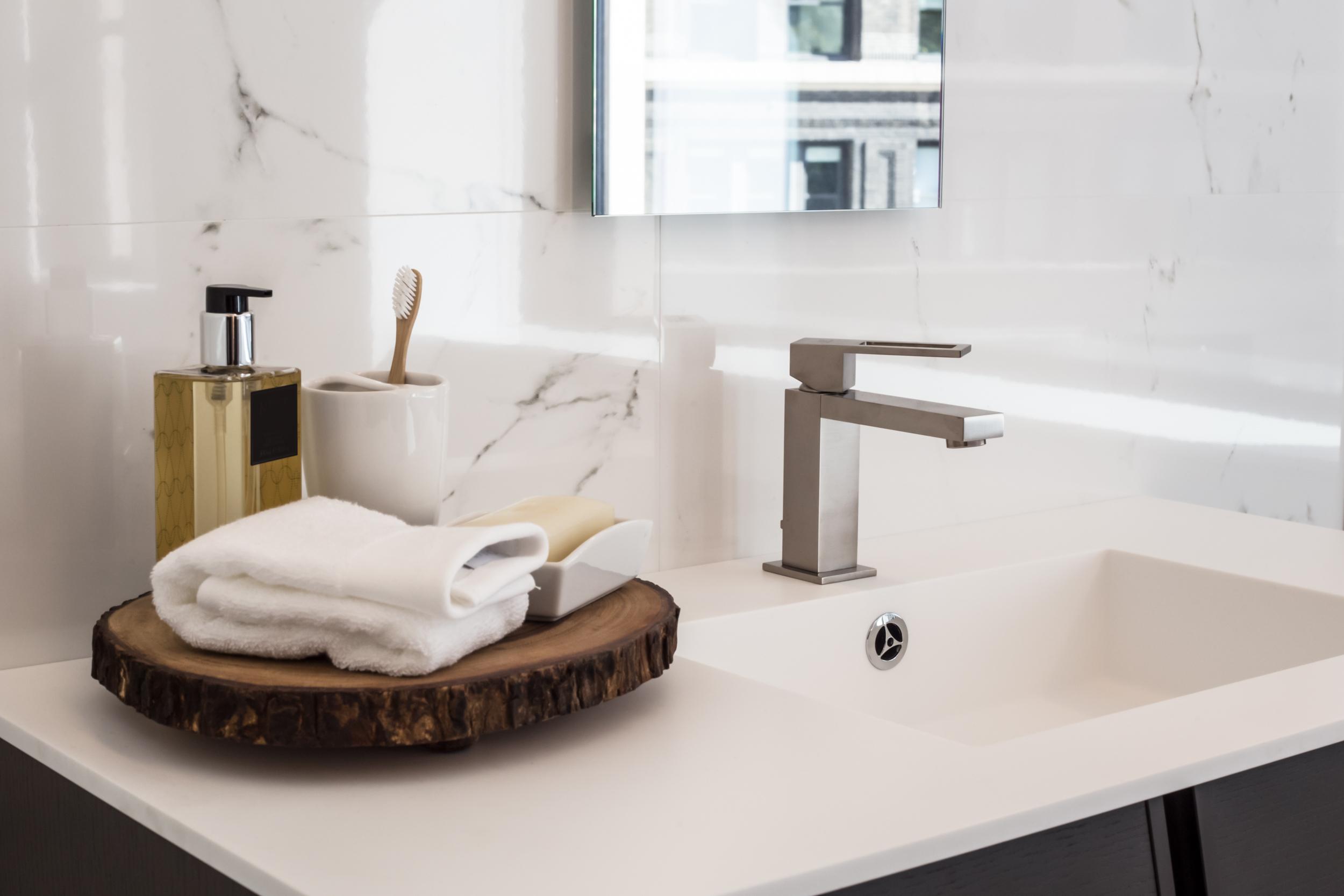 abbastanza Nuove idee e consigli per progettare e arredare un bagno piccolo  CR38