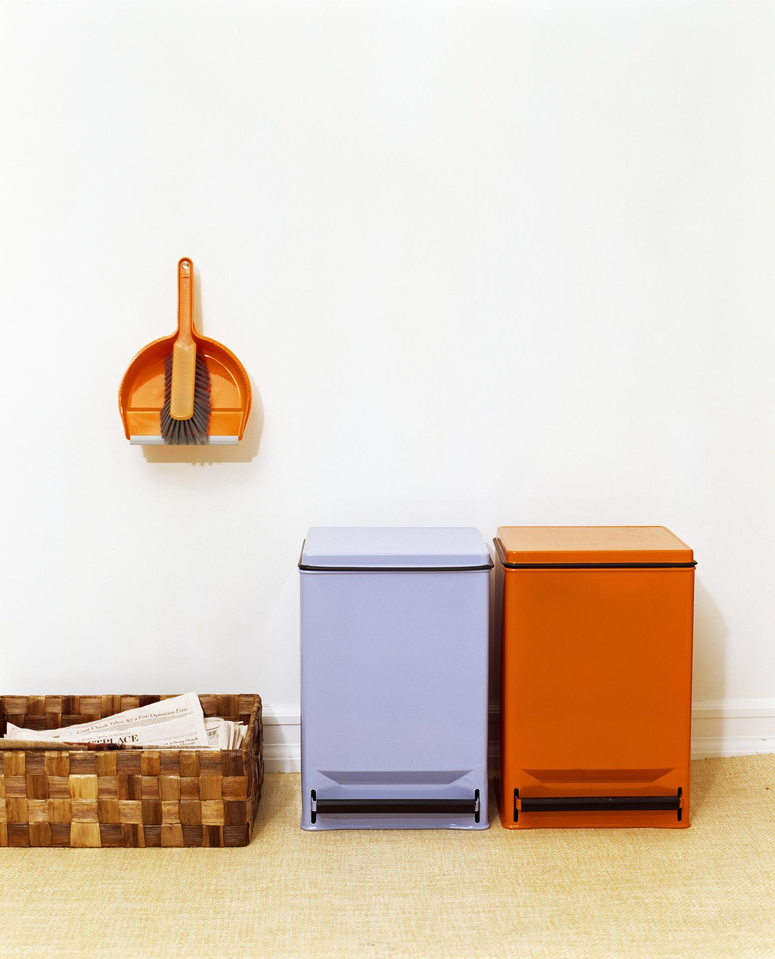 Idee per organizzare gli spazi in casa per la - Contenitori raccolta differenziata per casa ...