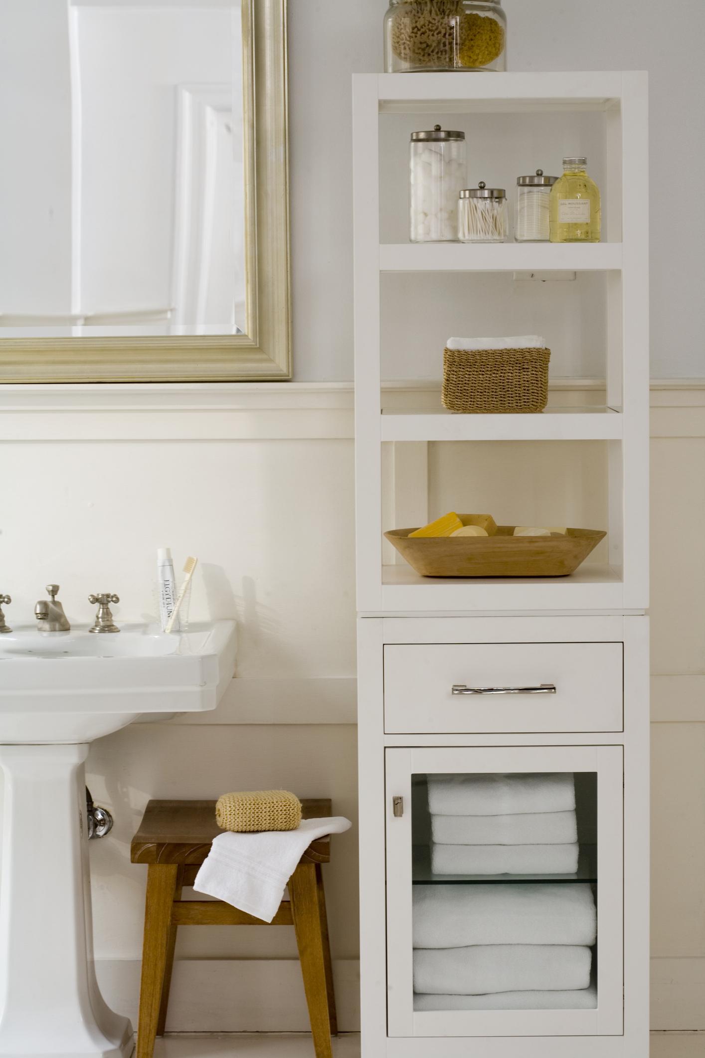 Nuove idee e consigli per progettare e arredare un bagno - Mobili alti bagno ...