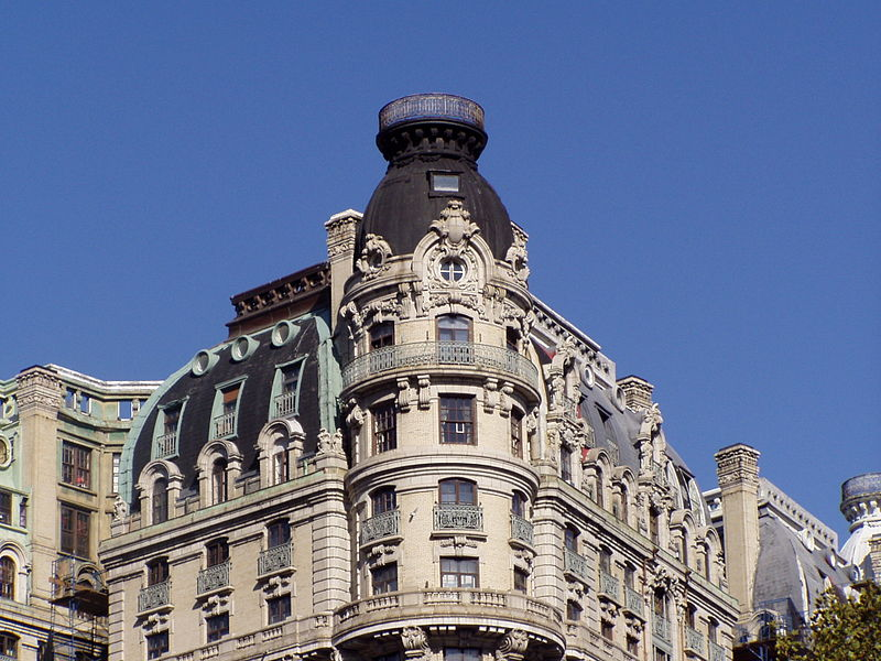 Ansonia Building, New York - Photo: Philippe Cendron, Franconville (France) (Opera propria) [GFDL (http://www.gnu.org/copyleft/fdl.html) o CC BY-SA 3.0 (http://creativecommons.org/licenses/by-sa/3.0)], attraverso Wikimedia Commons