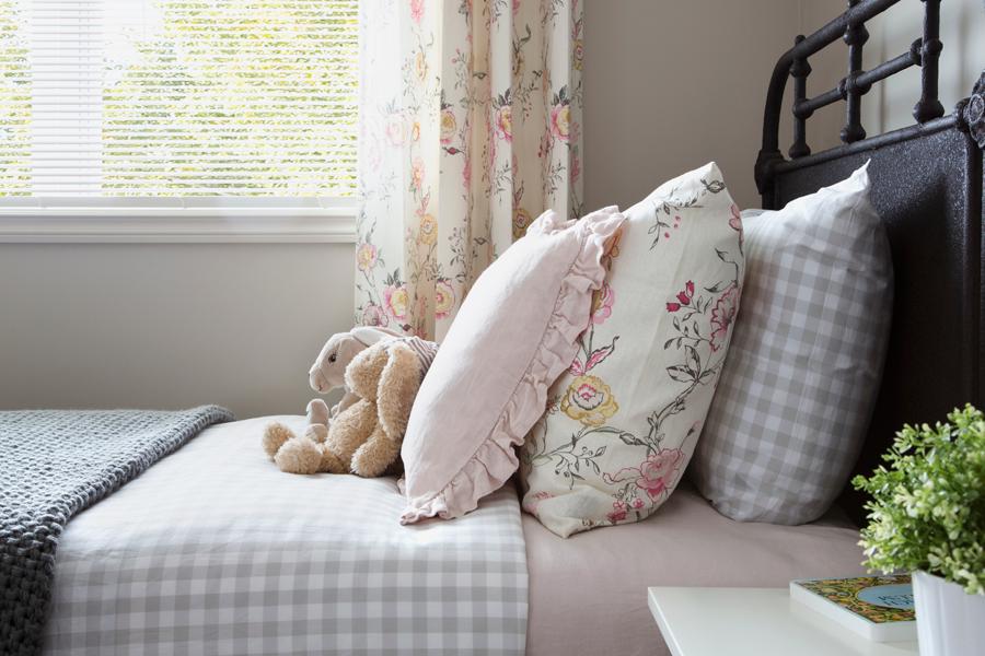 camera-letto-cuscini