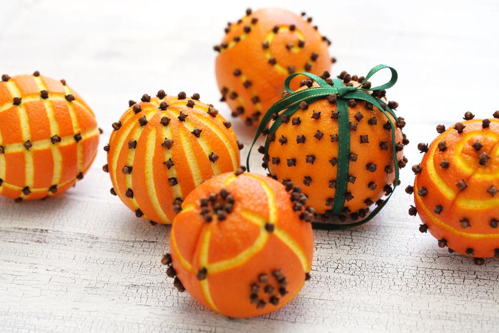 Porta in casa la natura con le decorazioni di natale - Decorazioni natalizie per la porta di casa ...