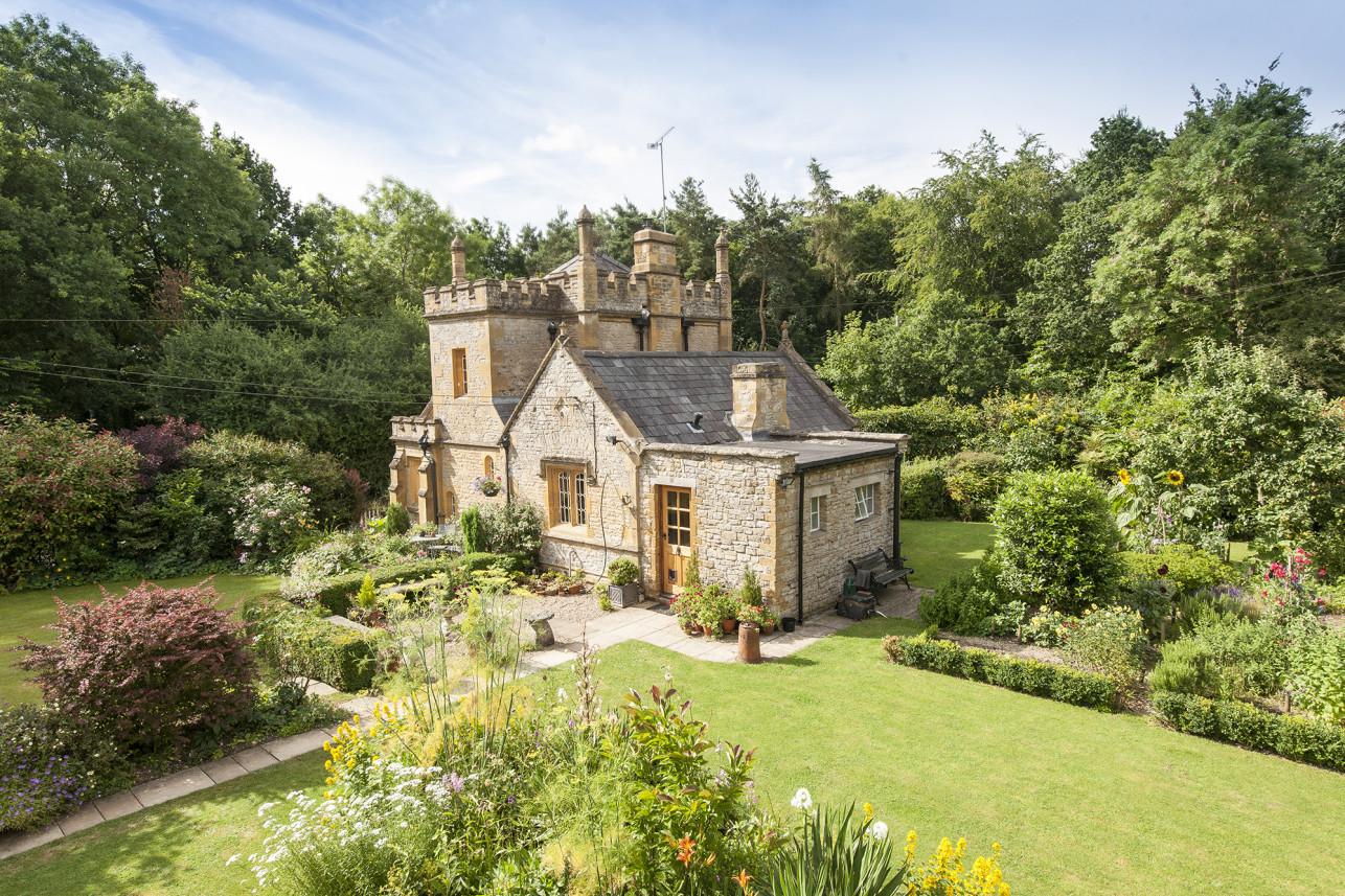 In vendita il castello pi piccolo d 39 inghilterra for Nuove case coloniali in inghilterra
