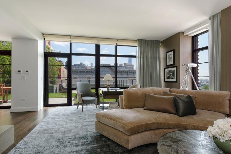 In vendita l 39 attico su due piani di bon jovi for Piani casa architetto in vendita