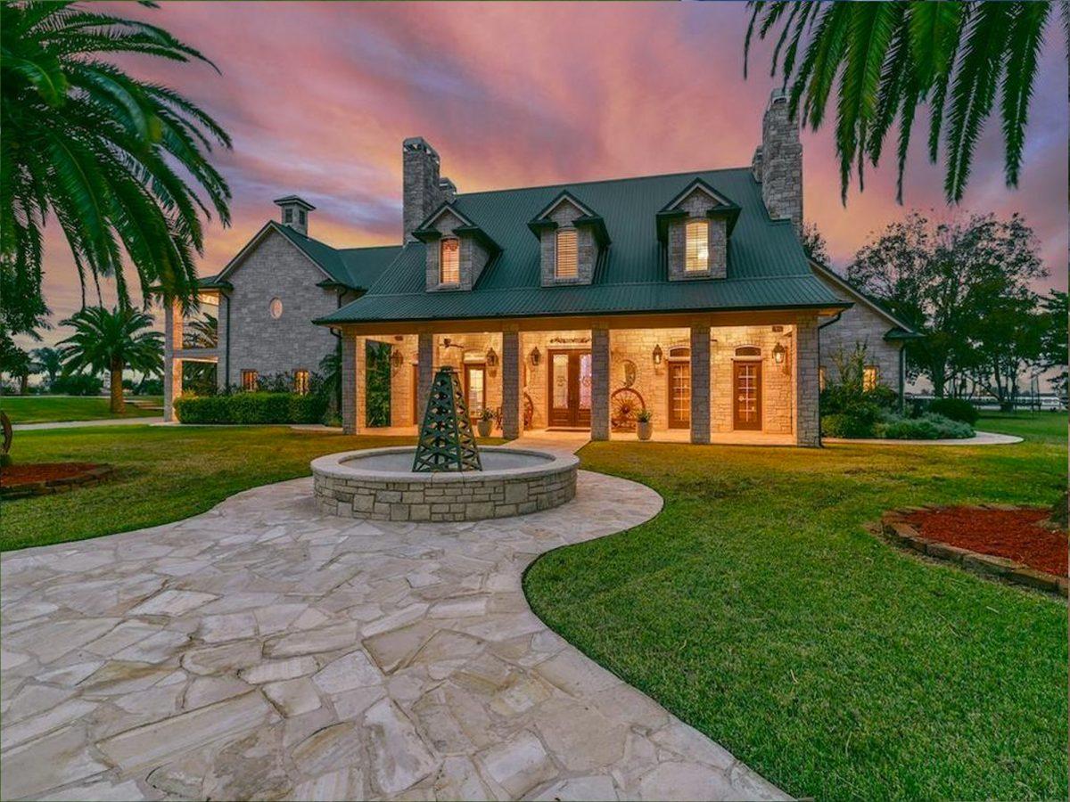 In vendita la villa con la piscina pi grande del mondo for Piani casa texas