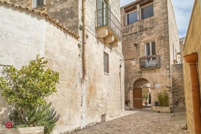 Palazzo in zona Centro storico a Matera a 460m da una Scuola materna